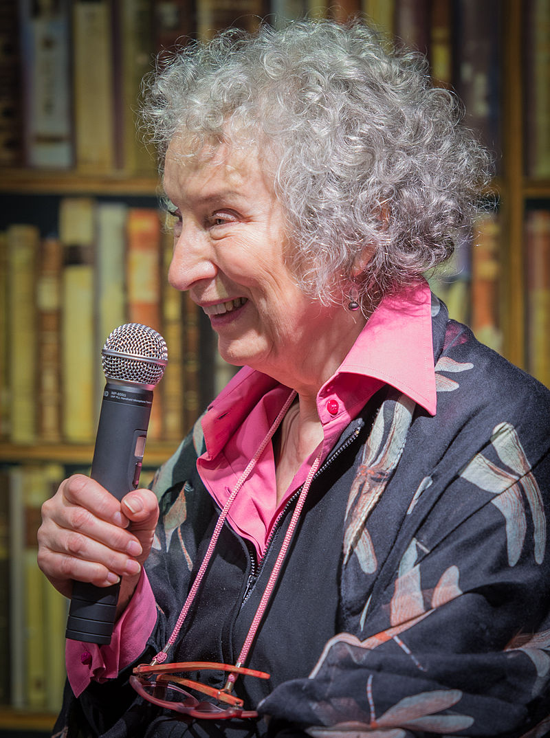 Margaret Atwood, em 2015. Foto deFrankie Fouganthin. Fonte