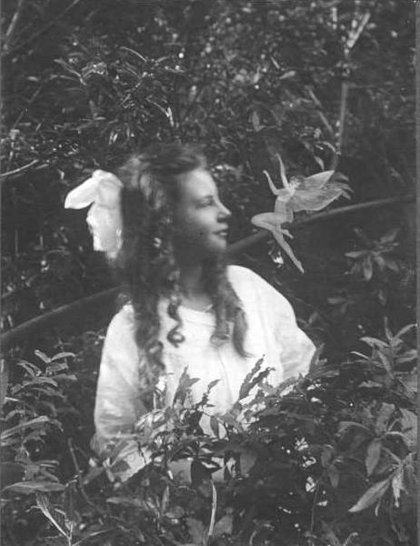 A fada dançarina, em The Coming of the Fairies (1922) de Conan Doyle.