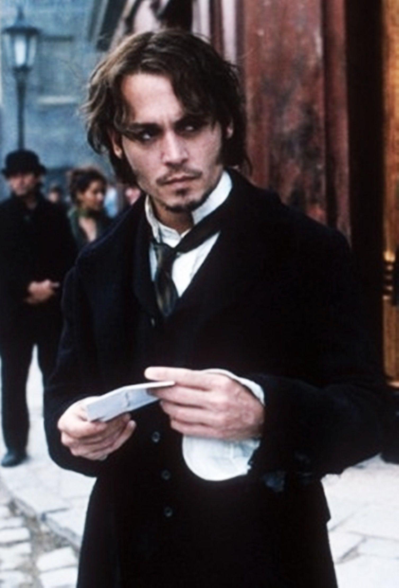 From Hell foi adaptado para o cinema, com Johnny Depp e Heather Graham. O autor não aprovou a adaptação.20th Century Fox