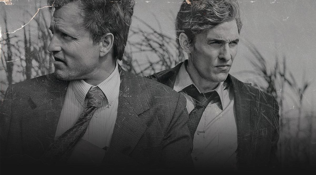 Matthew Mcconaughey e Woody Harrelson em cena da série de TV True Detective (HBO).