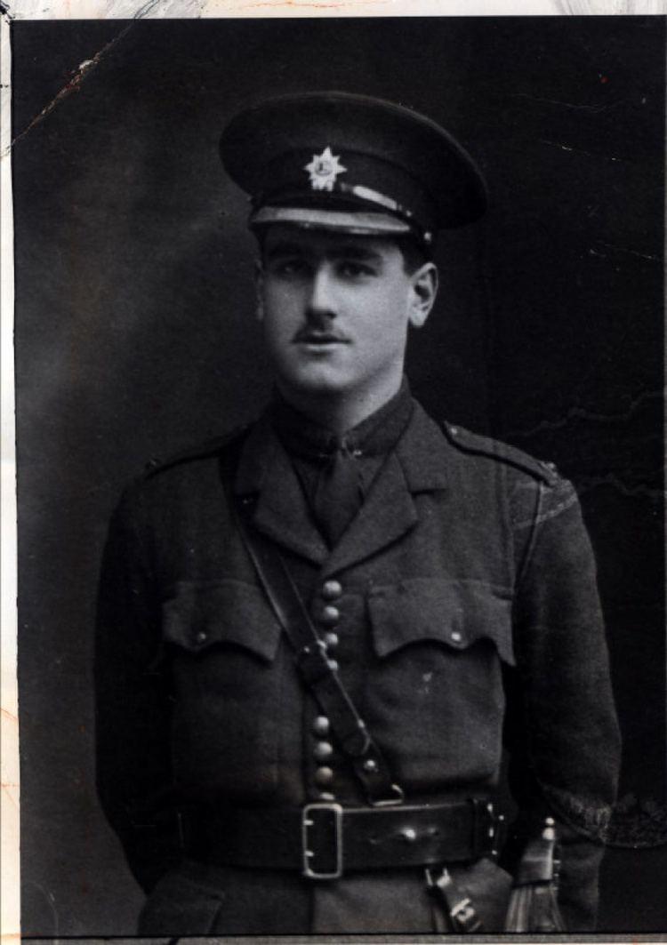 John Kipling, o filho de Rudyard Kipling vestido como soldado.