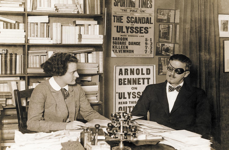 Sylvia Beach e James Joyce na Shakespear & Co.